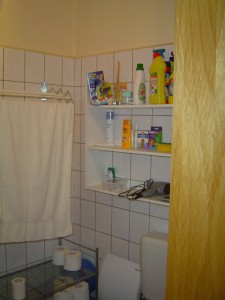 One view of the bathroom.